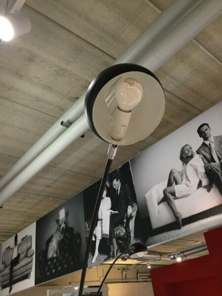 Invicta Stehleuchte Five Lights Schwarz-Grau Detail Leuchtenschirm ausgeschaltet