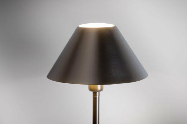 Lupia Licht Stehleuchte Petite F Platin Detail