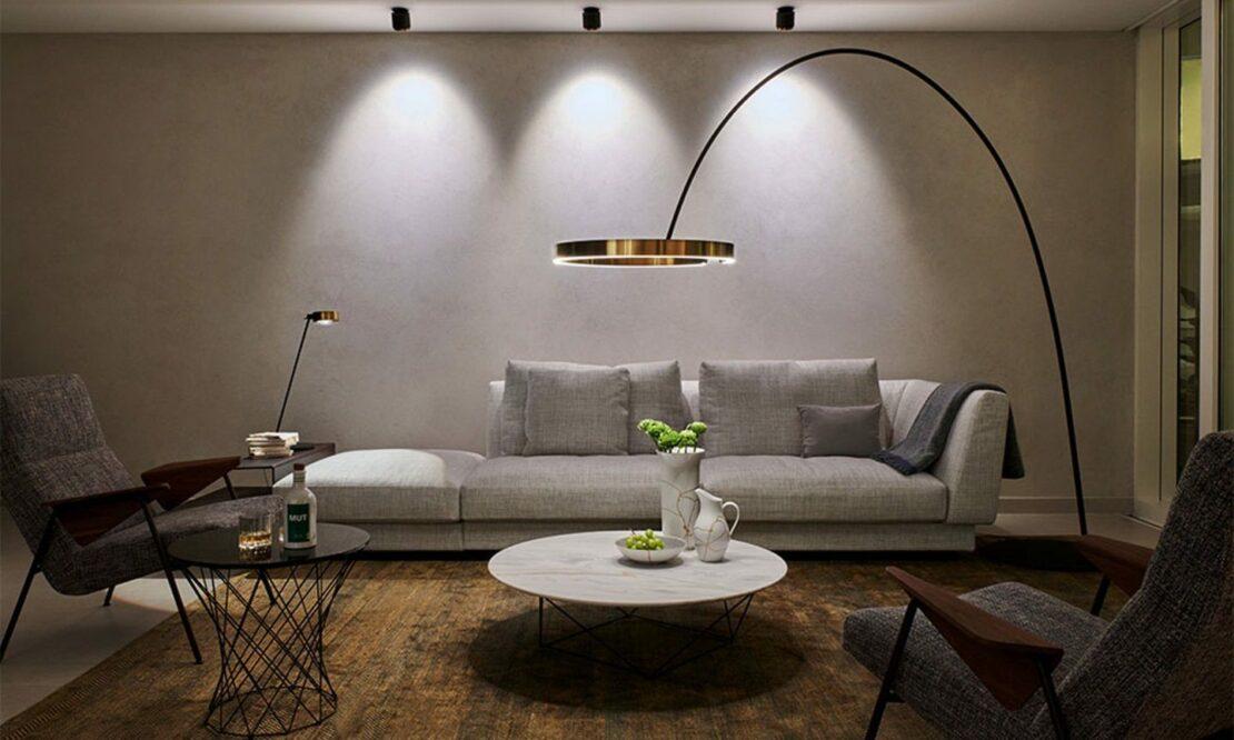 Wohnzimmer mit verschiedenen Leuchten