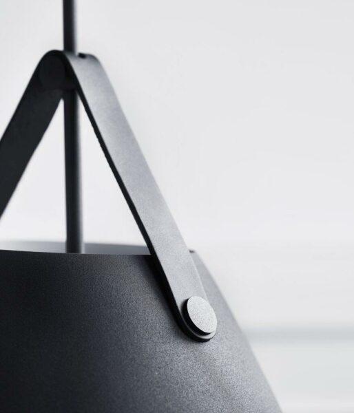 Nordlux Pendelleuchte Strap 36 Schwarz schwarzes Lederband Detailaufnahme
