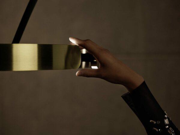 Occhio Stehleuchte Mito Largo Schwarz matt/Bronze Detail Leuchtenschirm