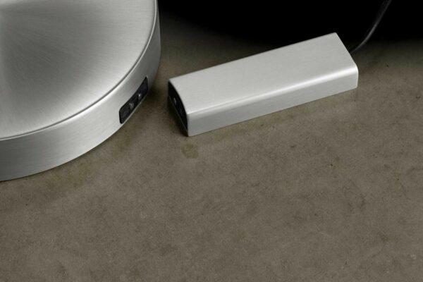 Holtkötter Stehleuchte Plano Akku Aluminium matt Detail Akku