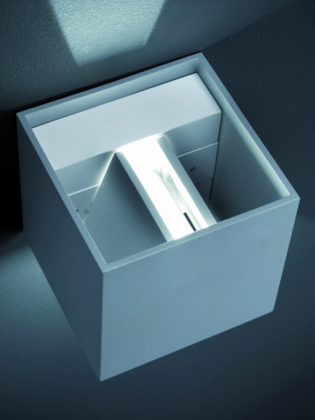 Helestra Wandaußenleuchte Siri 44 Up-/Downlight Lichtaustritt